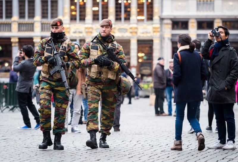 比利時軍人在街頭戒備(美聯社)
