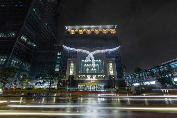 頂級珠寶業者在台北101點亮行銷的意象(101臉書)