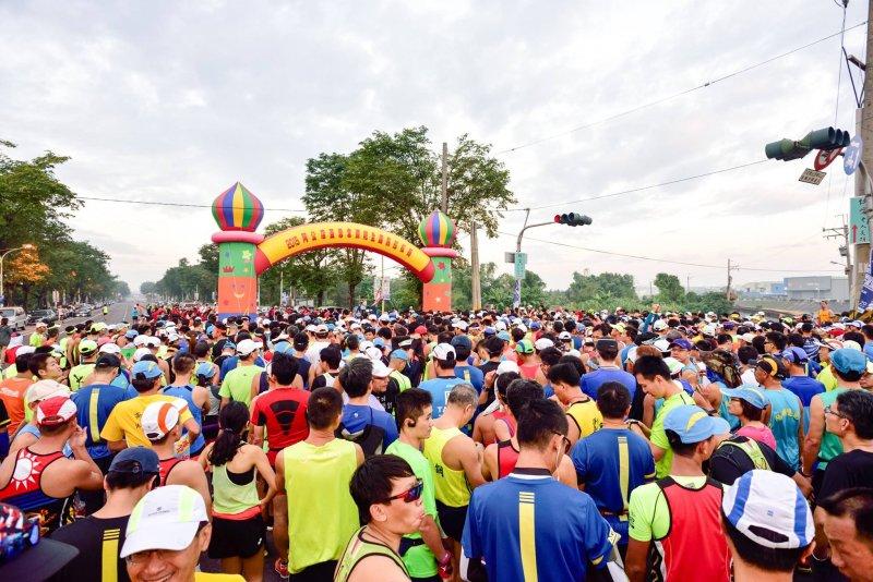 趙天麟認為,跑馬拉松每一步都要自己完成,夥伴則是堅持到底的動力。