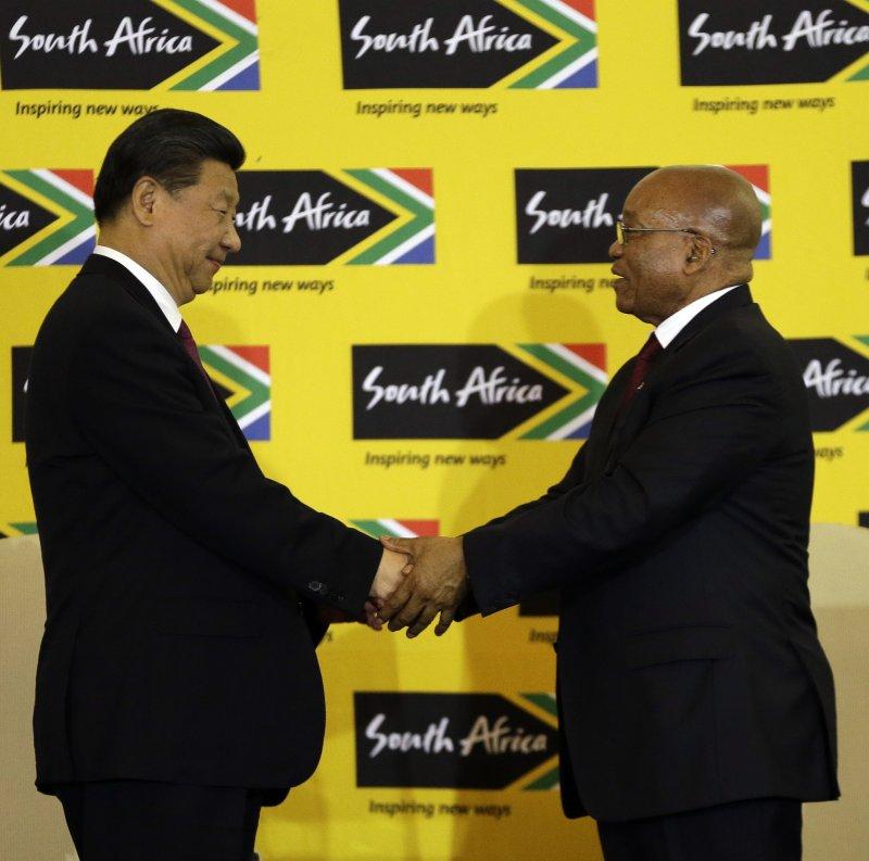 習近平訪問南非,右為南非總統祖馬。(美聯社)