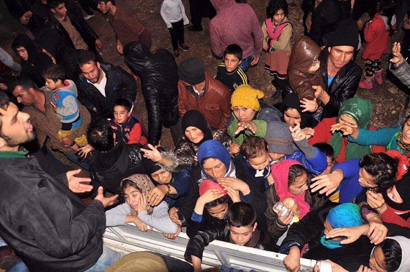 Izmir難民渡海Cesme岸邊,等待渡海的還有近千人。(來源:文茜世界周報)