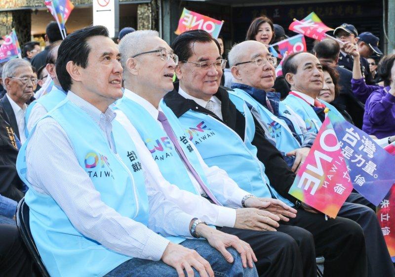 朱立倫競選總部成立,藍營天王齊聚,為朱玄配造勢。(陳明仁攝)