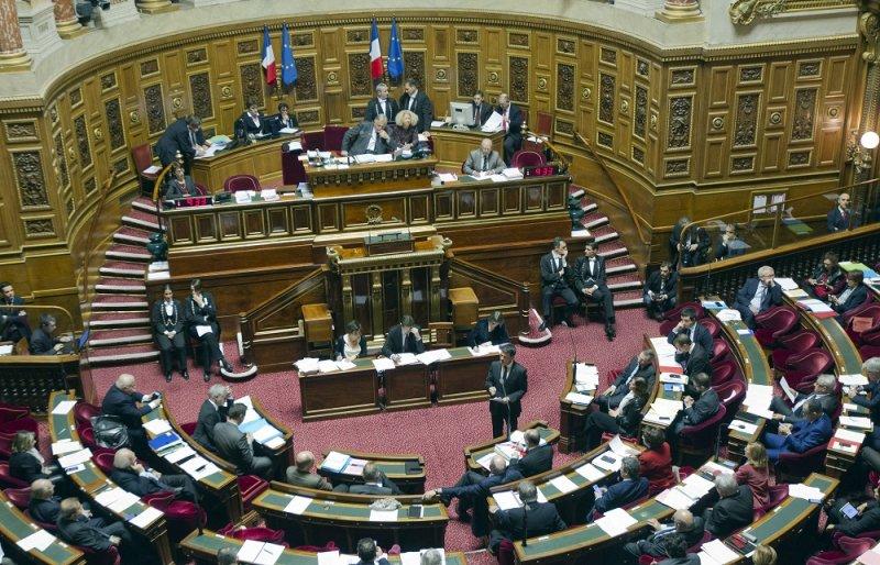法國總理瓦爾於11月20日於參議院(美聯社)