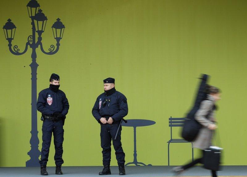 緊急狀態期間,法國警方加強巡邏(美聯社)