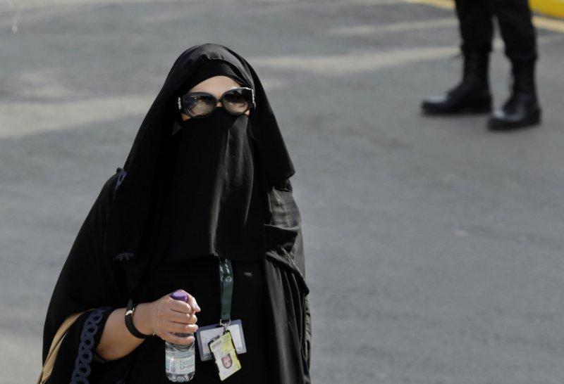 正在採訪的沙國女記者(美聯社)