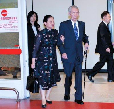 台塑三娘李寶珠(左)成為長庚醫院四十年來首次非「王」姓董事長,職掌市值逾三千億元的長庚醫院,手握台塑四寶近兩千五百億股權,瞬間成為「全台灣最有權勢的女人」。(取自人民網)