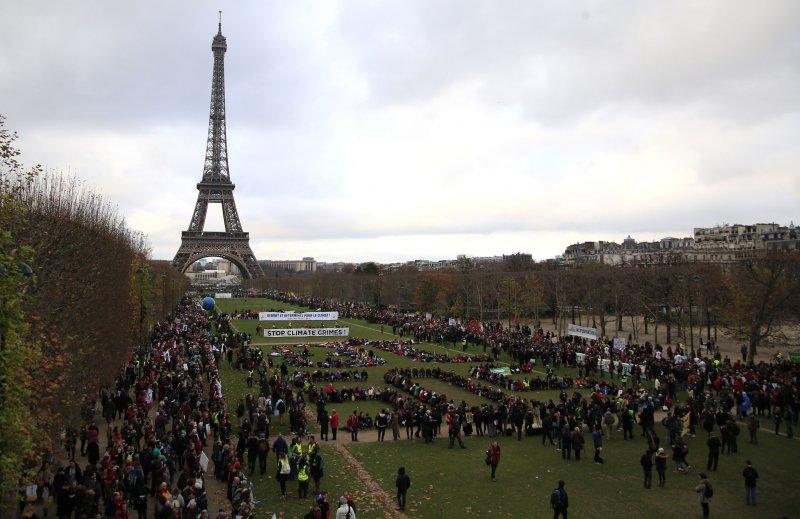 追求降低地球均溫1.5度C的《巴黎協定》12日出爐。(美聯社)