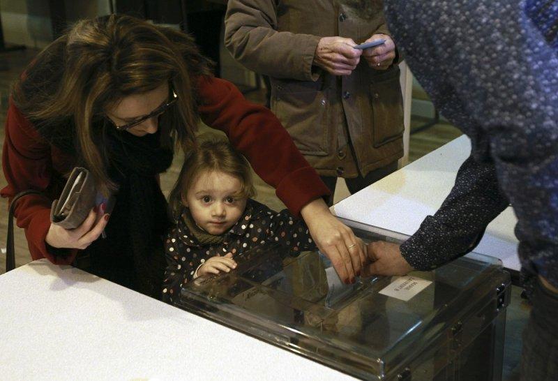 法國選民13日參與第2輪地方選舉(美聯社)