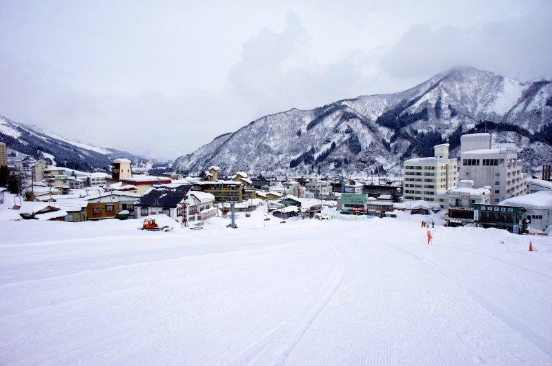 日本暖冬現象非常明顯,部分滑雪場甚至無雪可滑。(圖/作者提供)