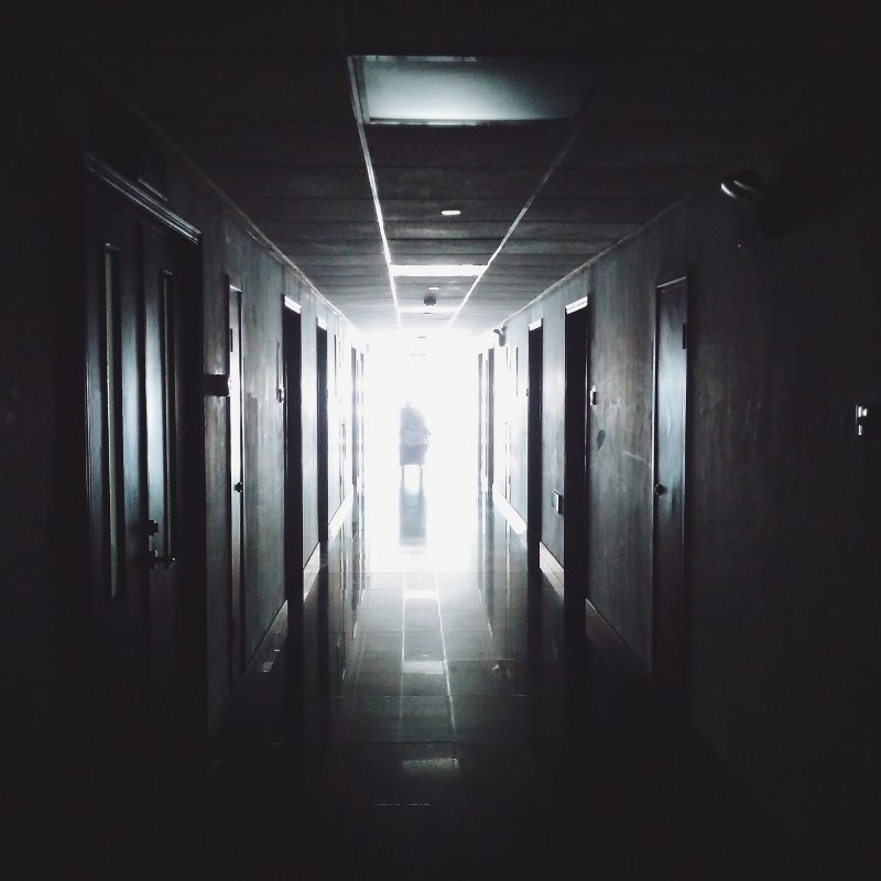 當生命即將凋零,醫生最兩難的課題是:堅持到底,還是放手?(圖/pixabay.com)