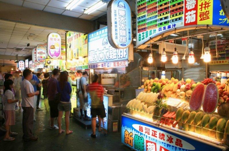台灣最大特色便是美食小吃羅列的夜市。(取自交通部觀光局)