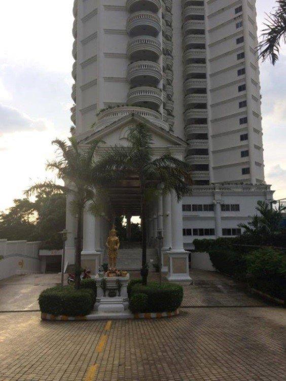 阿海在泰國芭堤雅的公寓大樓近觀。(貝嶺提供)
