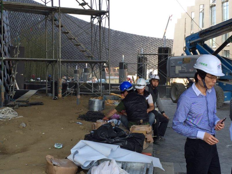 tret為了趕赴馬英九愛台十二建設,故宮竟然要求還在施工的南院下周開館,這是24日的施工狀況。.jpg