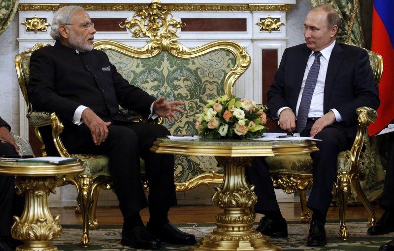 莫迪(右)此次訪問俄羅斯,仍未獲得S-400防空飛彈系統。(美聯社)