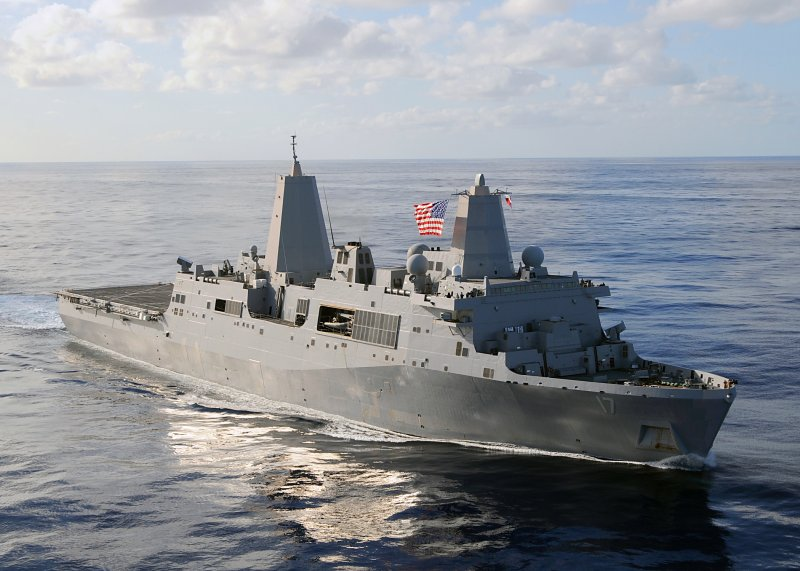海軍新型的兩棲船塢登陸艦,參考美國海軍2萬噸的LPD-17聖安東尼奧級(San Antonio class amphibious transport dock)船塢登陸艦。(取自維基百科,the United States Navy攝/CC BY 3.0)
