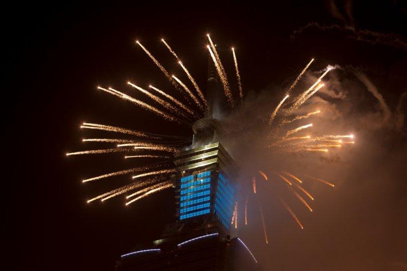 隨後長達238秒的台北101璀璨煙火,創下101煙火有史以來最長的紀錄。(顏麟宇攝)