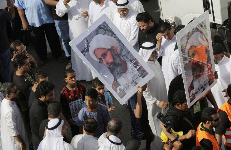 示威人群舉著尼姆的照片。(美聯社)