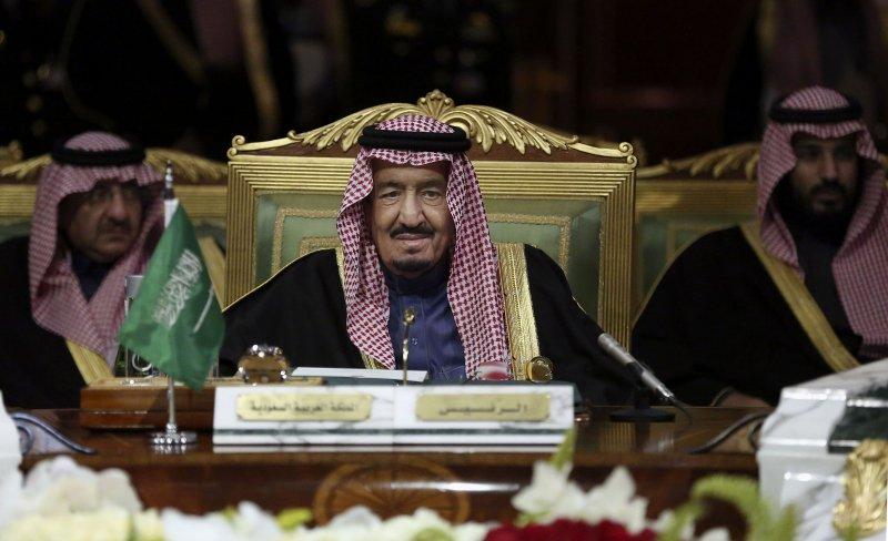 現任沙烏地阿拉國王薩勒曼(King Salman)(中)。(美聯社)