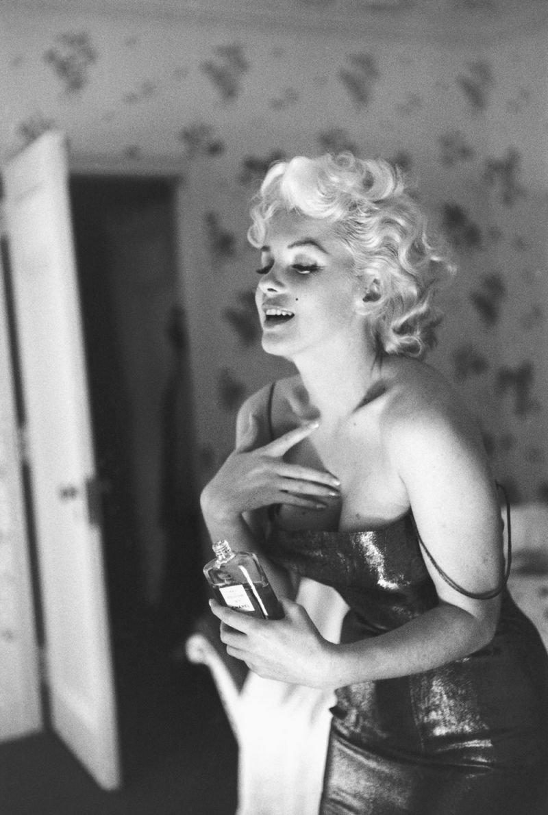 1955年3月24日,瑪麗蓮夢露在紐約大使酒店。(取自INSIDE CHANEL)