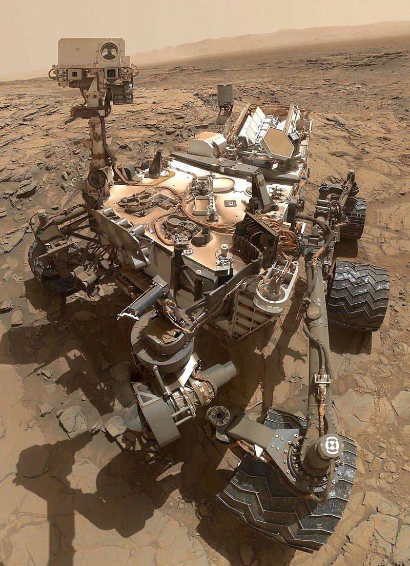 好奇號2012年8月登陸火星,任務包括:探測火星氣候及地質,探測蓋爾撞擊坑內的環境是否曾經能夠支援生命(取自維基百科)