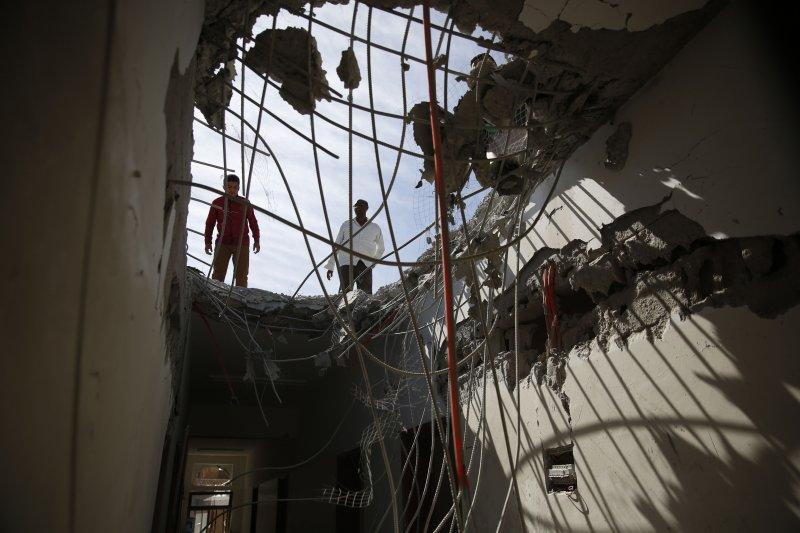 伊朗駐葉門使館7日遭轟炸。(美聯社)