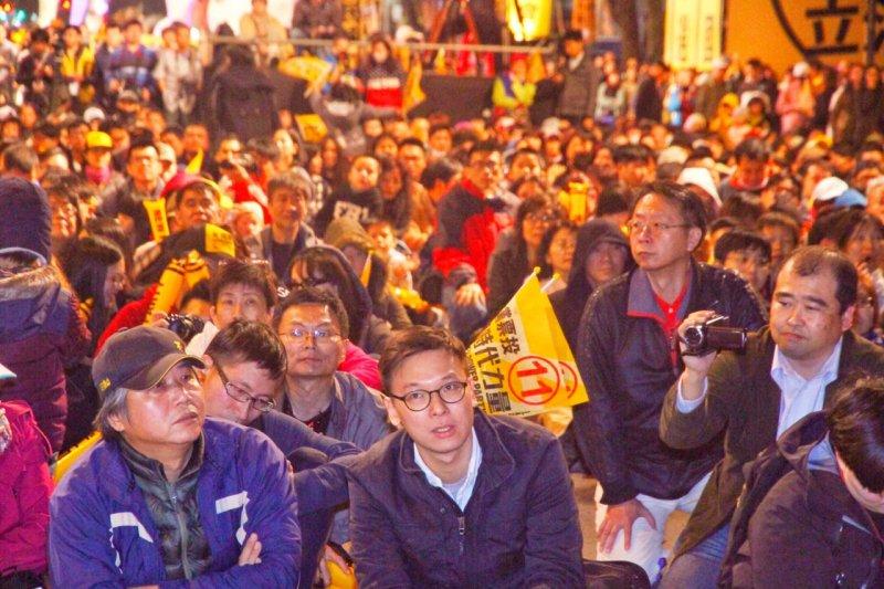 時代力量9日晚上在立法院旁濟南路舉行全黨造勢晚會,林飛帆也到場(曾原信攝)