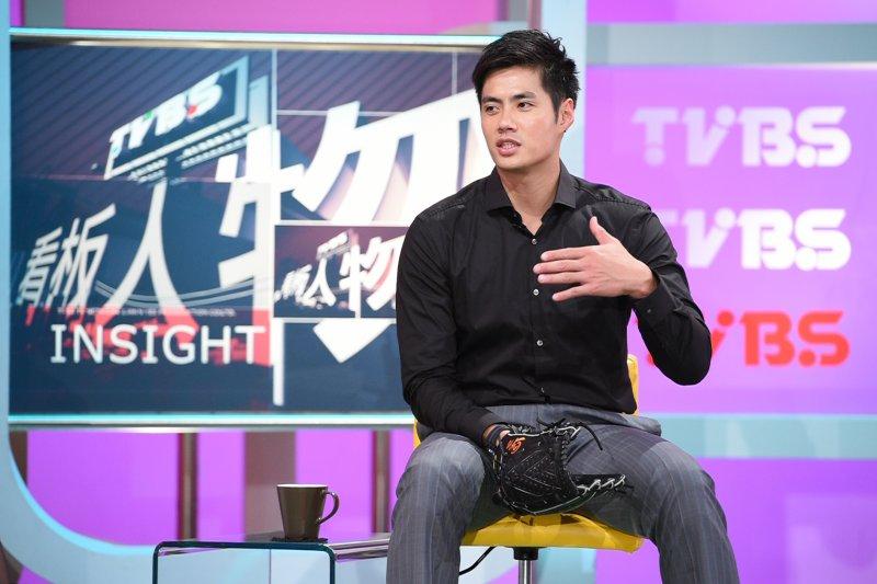 陳偉殷說,小時候家裡經濟狀況不好,母親卻默默支持,第一個左手專用手套是媽媽好不容易存下500元買給他(TVBS提供)