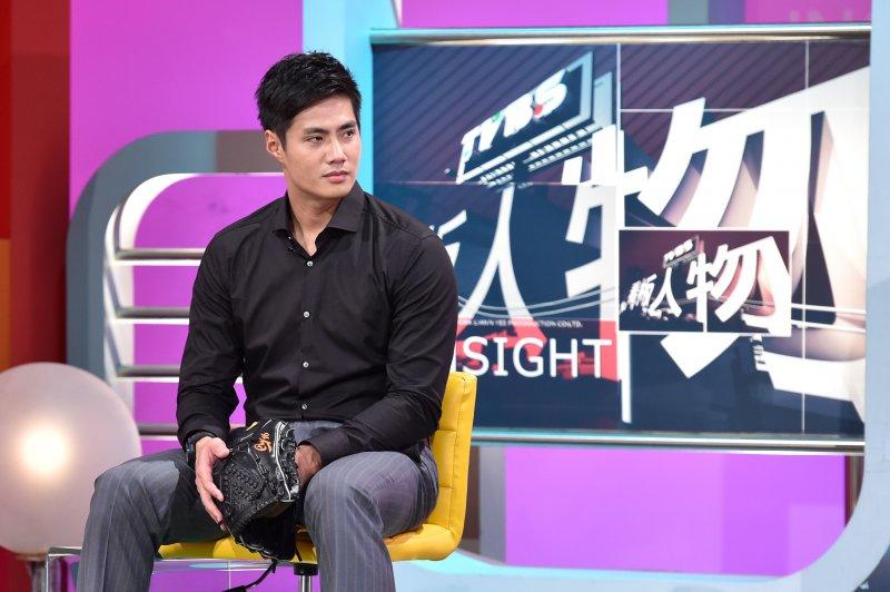 旅美球員陳偉殷表示,父親曾反對自己打棒球,甚至把母親辛苦買的專用手套用菜刀剁碎。(TVBS提供)