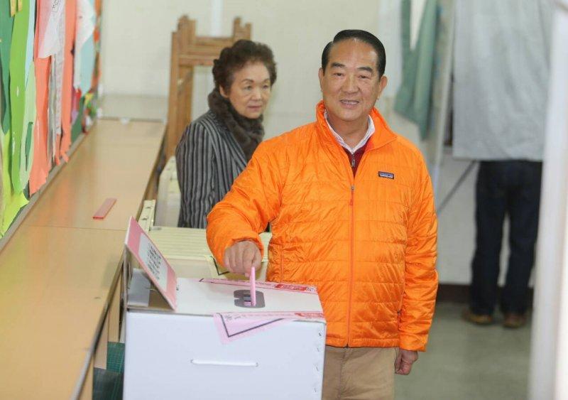 宋楚瑜投票2016年總統大選(陳明仁攝)