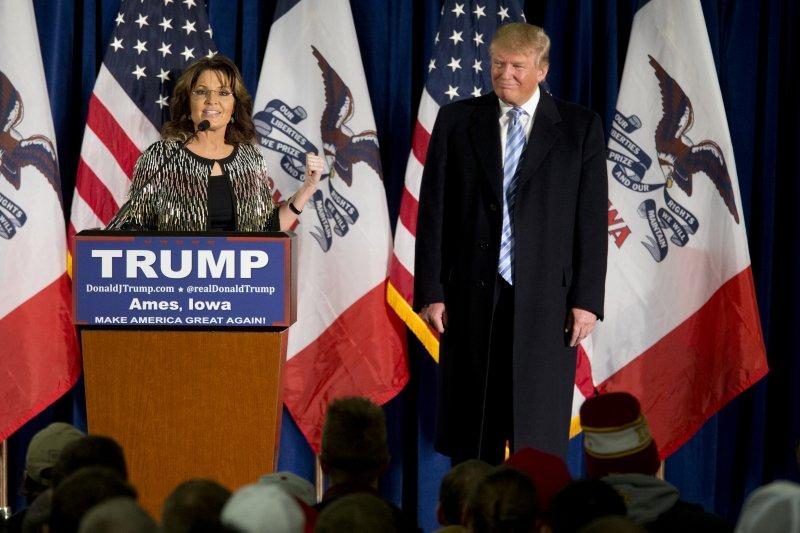 美國共和黨保守派大咖、阿拉斯加州前州長裴林(左)力挺川普(美聯社)