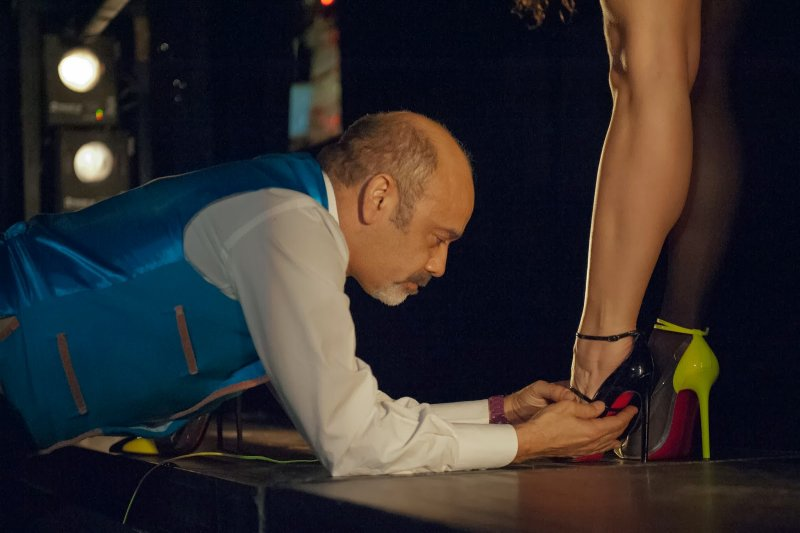 巴黎夜總會裡的歌舞女郎是魯布托的繆思,他也常為她們設計舞鞋。(圖/天馬行空提供)