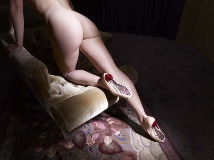 透明的鞋底,象徵戀物癖者對足底窺視的慾望。(圖/天馬行空提供)