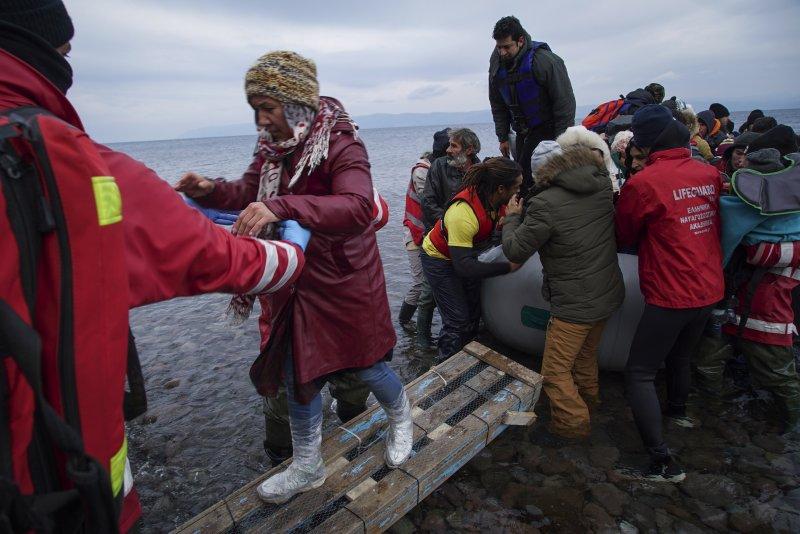 從希臘上岸的歐洲難民(美聯社)