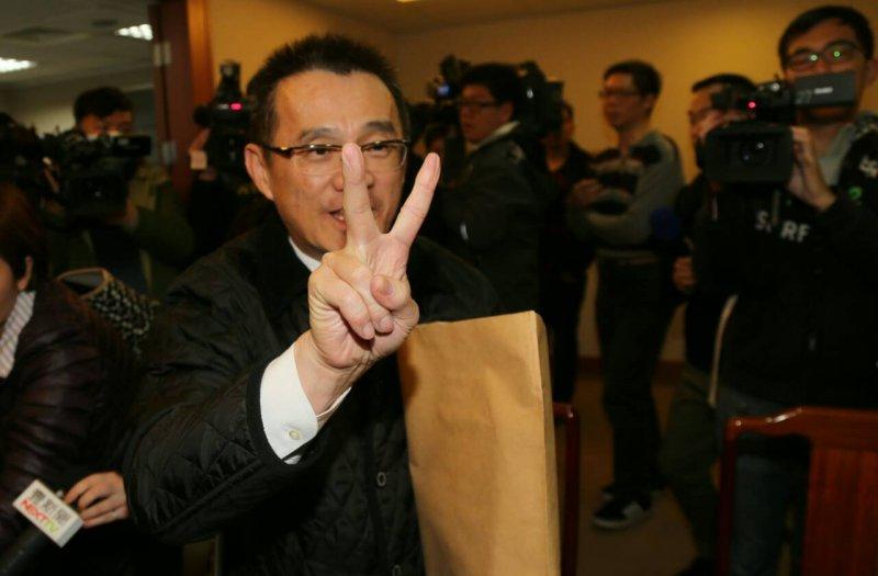 代理主席黃敏惠主持中常會,由行政院副秘書長徐中雄代表領表參選國民黨主席補選。(陳明仁攝)