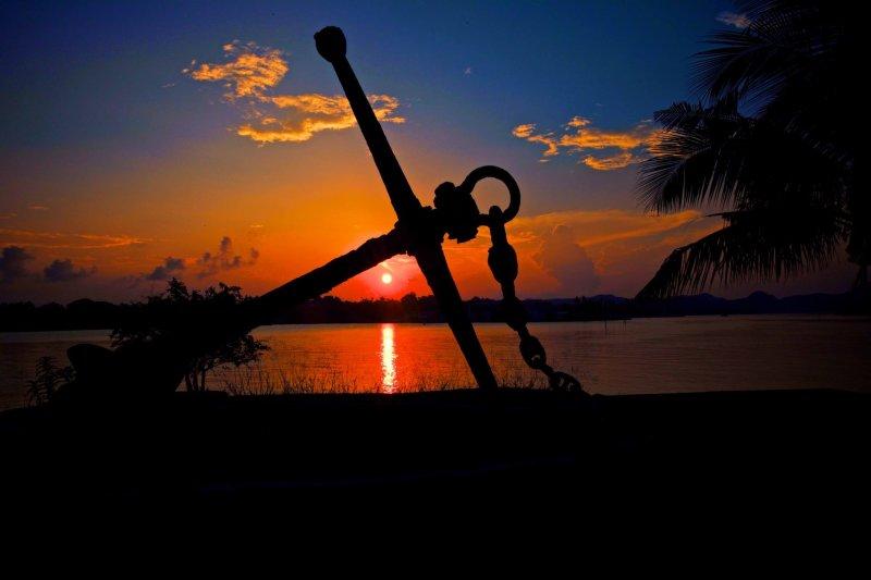帛琉保有許多太平洋戰爭時期的遺跡,在自然中漸漸腐朽的人造物,看來格外淒涼。(圖/邱宏照臉書)