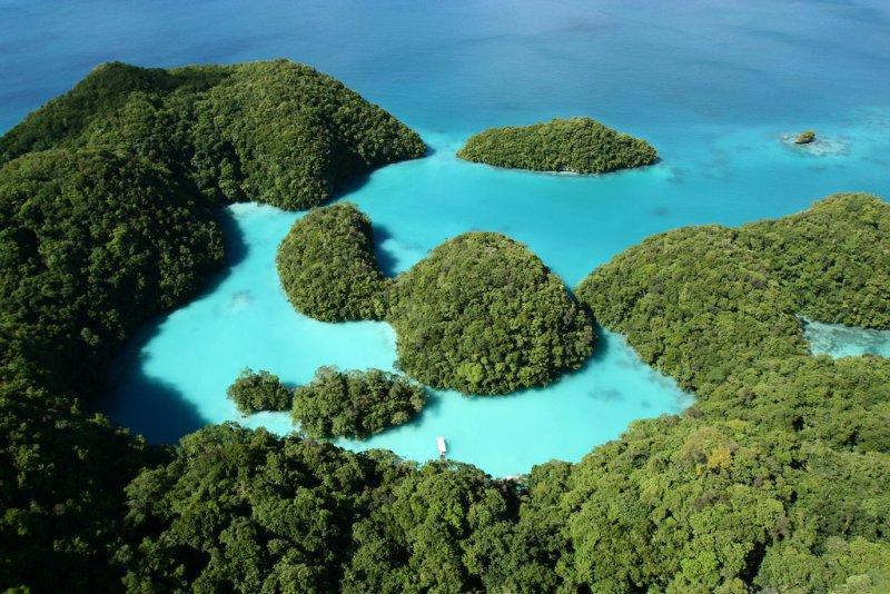 富含火山灰的海域,水色呈現浪漫的「蒂芬妮藍」。(圖/LuxTonnerre@Flickr)