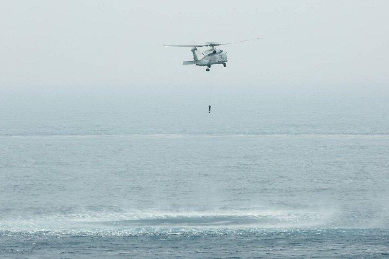 S70C反潛直昇機實施反潛!(顏麟宇攝)