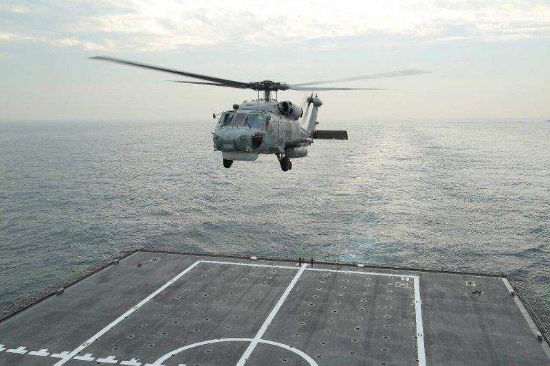 20160127-SMG0045-003-S-70C降落磐石艦後整補再起飛-顏麟宇攝.jpg