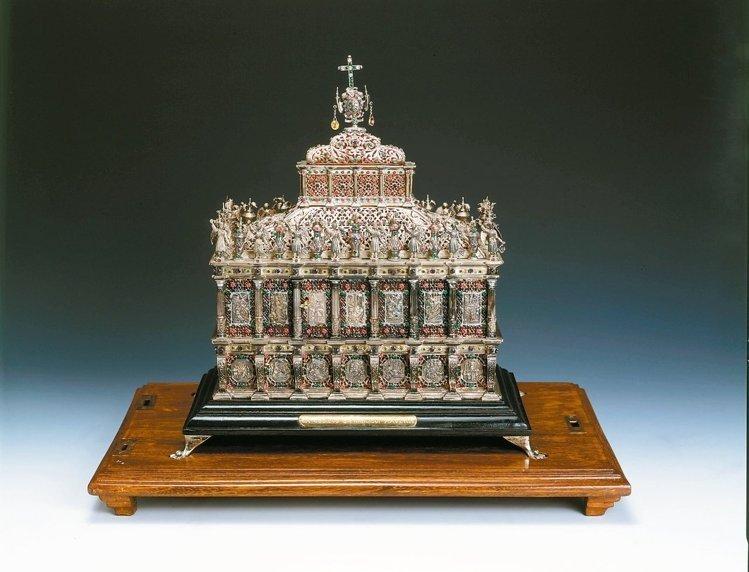 耶穌會創始人之一沙勿略(1506-1552)的聖髑與聖髑箱。(取自故宮官網,梵諦岡城國政府版權所有)