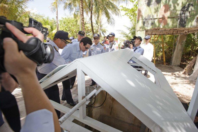 馬總統現勘太平島5號原生井。(總統府提供)