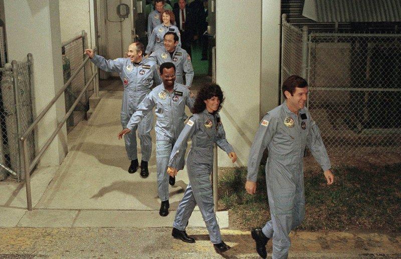 7位太空人生前留下的最後身影。(美聯社)