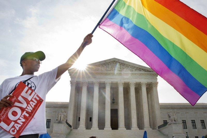美國聯邦最高法院判決,全美同性婚姻合法化。