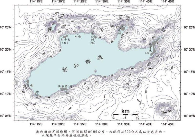 鄭和群礁海域等深線圖。等深線間距100公尺,水深淺於200公尺處以灰色表示。水深基準面為最低低潮面。(交通部提供 )