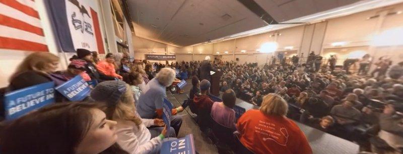 在台上與其他支持者聽桑德斯的演講。(取自NYT官網)