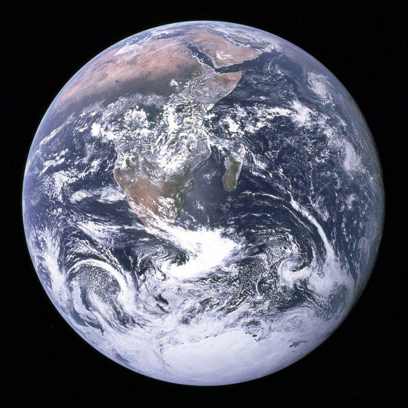 由阿波羅17號太空船上拍攝的地球景色(維基百科)