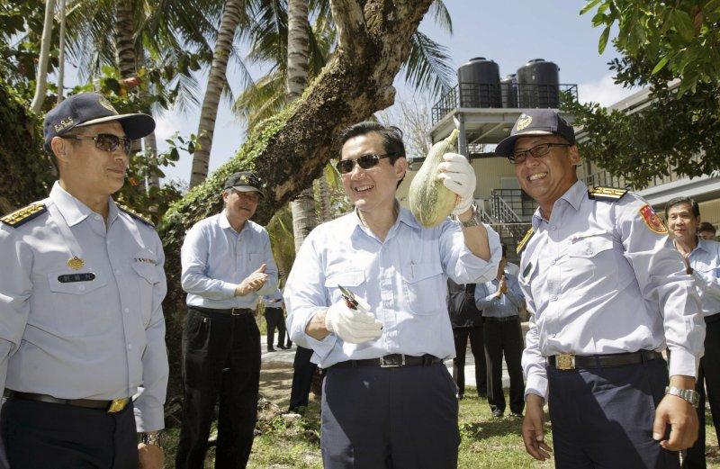 馬英九總統日前搭專機飛抵南沙太平島巡視(總統府)