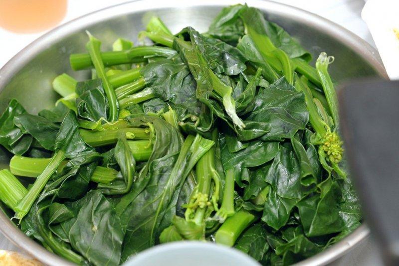 「蕓薹」是十字花科蕓薹屬蔬菜的統稱,含有豐富的抗氧化物質,宋朝人在年時吃,頗能化解大魚大肉的油膩。(圖/維基百科)