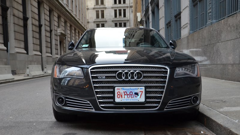 奧迪Audi A8 L W12(Brett Levin@flickr/CC BY 2.0)https://www.flickr.com/photos/scubabrett22/8551756786