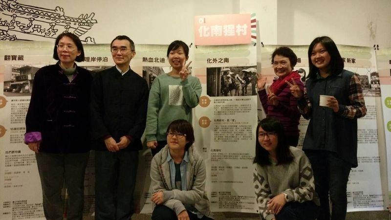 三、住在化南新村的社區人士與政大學生參加了北市都發局的影像記錄及社會創新提案比賽,獲得評審的肯定。(王曉敏提供)