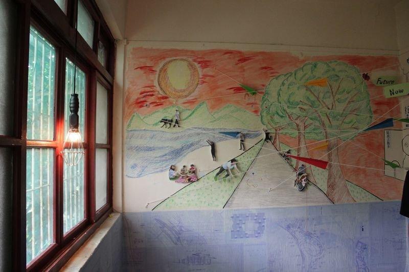 老建築的化南新村是天然的展覽場所。圖為2015年6月,政大以化南新村為空間舉行藝文展覽,展出的是政大學生對校園的想像。(陳淑美攝)